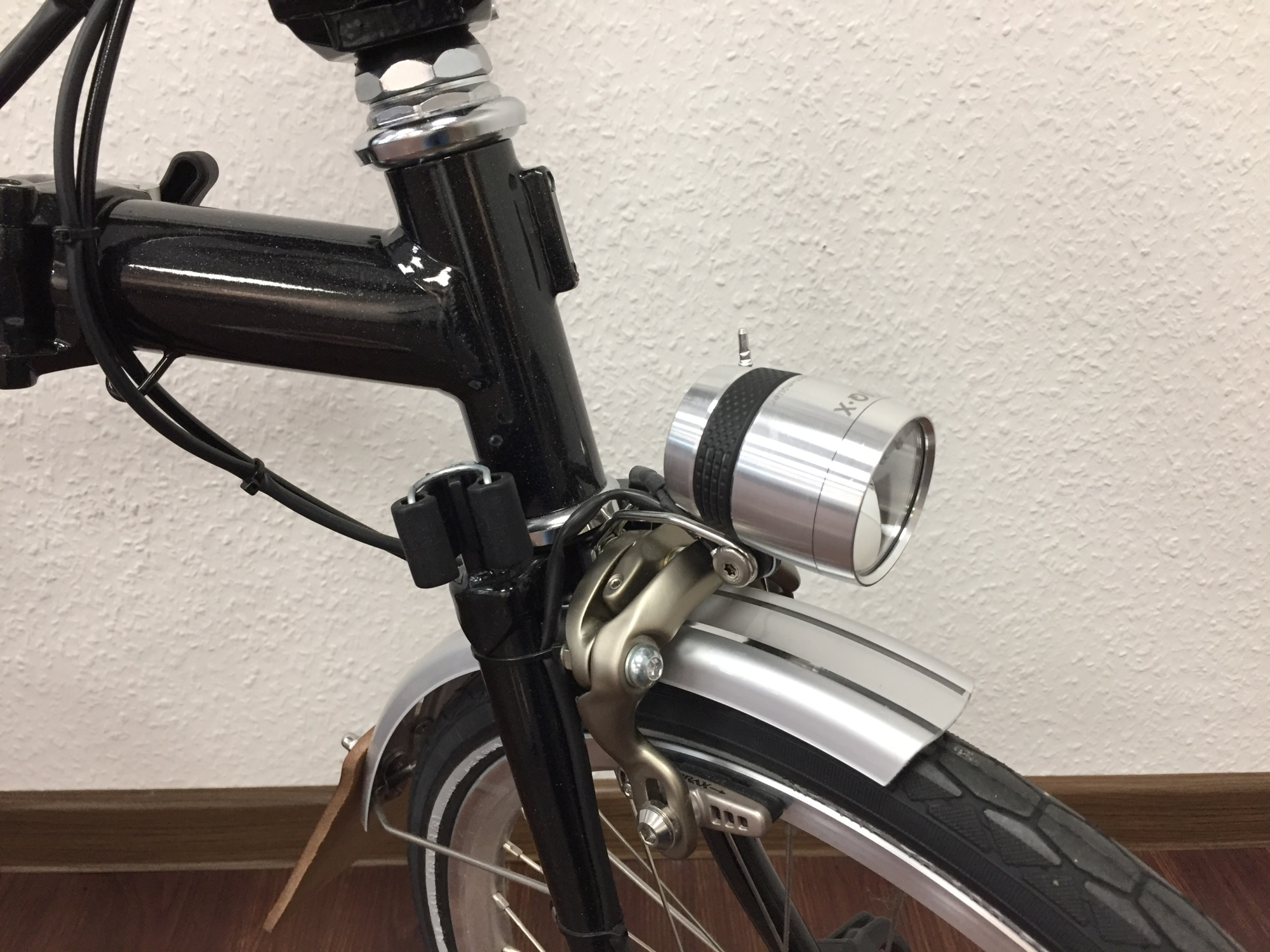 Busch /& Müller 100Lux Lumotec IQ-X LED Dynamo Scheinwerfer